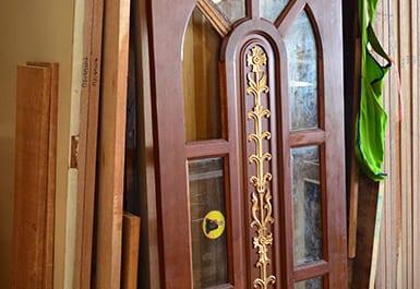 ประตูบ้านที่นิยมเป็น ประตูไม้สัก มีลักษณะอย่างไร