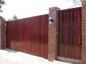 ประตูรั้วไม้ระแนง
