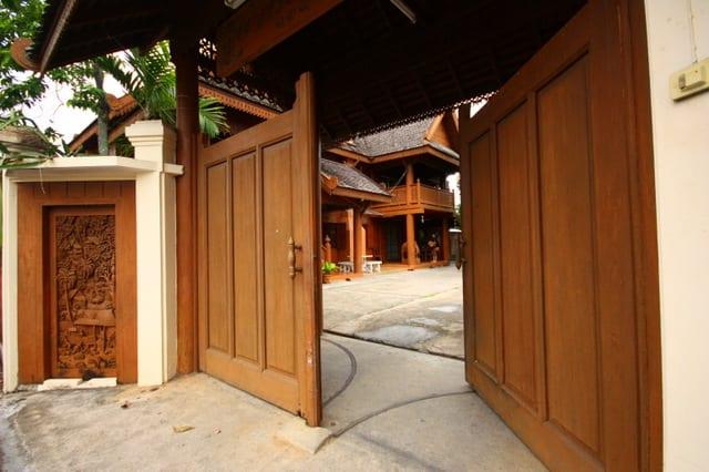 การเลือก ประตูไม้สัก
